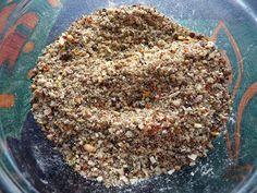 Épices à bifteck de Montréal 30 ml (2 c. à soupe) de mélange de quatre poivres, fraîchement moulu 45 ml (3 c. à soupe) d'ail déshydraté en flocons 15 ml (1 c. à soupe) d'oignons déshydratés en flocons 60 ml (4 c. à thé) de gros sel 5 ml (1 c. à thé) de chili broyé 5 ml (1 c. à thé) de graines d'aneth (moi, graines de moutarde) 5 ml (1 c. à thé) de graines de coriande, broyées grossièrement