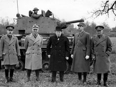 Winston Churchill, Władysław Sikorski and Charles de Gaulle in front of a tank belonging (probably) to the First Polish Armoured Division under formation. Winston Churchill, Gaulle, World War One, Historical Pictures, Royal Navy, Statue, World History, Military History, Armed Forces