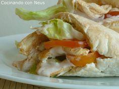 Sandwich de pollo en pan pita o arabe