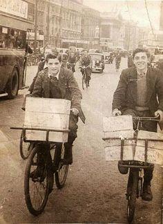 Struggled with these bikes. Messenger Boy bikes, a common sight around Dublin back in the day. Old Pictures, Old Photos, Dorset Street, Ireland Homes, Dublin City, Irish Eyes, Irish Celtic, Irish Dance, Dublin Ireland