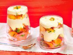 Découvrez la recette Tiramisu pêche sur cuisineactuelle.fr.