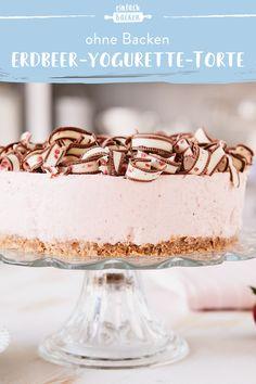 Gerade im Sommer ist jeder froh den Backofen aus lassen zu können. Mit dieser Torte kannst du ganz einfach eine Traumhafte Yogurette-Torte mit frischen Erdbeeren zaubern. #einfachbacken #erdbeeryogurettetorte #ohnebacken #sommertorte Pancake Dessert, Sweets Cake, Cakes And More, Cupcake Cookies, Food Pictures, Vanilla Cake, Sweet Tooth, Delish, Caramel
