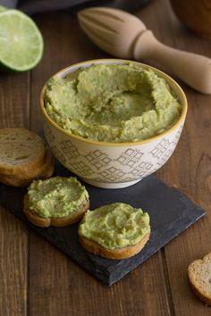 Untable de aguacate y tahini Verde Recipe, Sushi, Guacamole, Hummus, Dips, Vegan Recipes, Mexican, Keto, Cooking