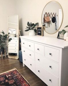 61 minimalist bedrooms ideas with cheap furniture 8 - Innenausstattung - Apartment Decor Simple Bedroom Decor, Room Ideas Bedroom, Modern Bedroom, Contemporary Bedroom, Master Bedroom, Cheap Bedroom Ideas, Simple Bedrooms, Bedroom Inspo, Girls Bedroom