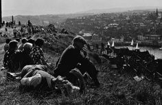 Ian Berry, A sunny sunday afternoon, Whitby, England, Magnum Photos, Sunny Sunday, Sunny Afternoon, Ian Berry, Elliott Erwitt, Photographer Portfolio, Source Of Inspiration, Couples In Love, Perfect Photo