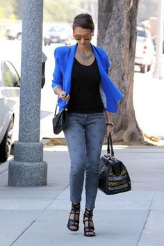 Jessica Alba wearing blue suit fitted the elegant street shoot Jessica Alba Outfit, Jessica Alba Style, Star Fashion, Womens Fashion, Casual Outfits, Fashion Outfits, Work Attire, Spring Summer Fashion, Celebrity Style