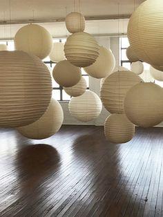 Le Noguchi Museum celebre la lampe Akari : Isamu Noguchi, Akari A, D et F Noguchi Lamp, Isamu Noguchi, Ikea Floor Lamp, Torchiere Lamp, Lighting Concepts, Lighting Design, Japanese Interior, Paper Lanterns, Paper Lamps
