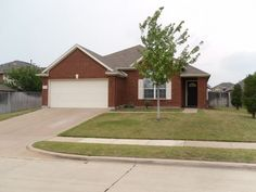 Move in Ready Home for sale in Arlington, TX Beautiful and well maintained home open floor plan with many upgrades. 20 in. porcelain tiles,canned lights, silk drapes, cat 5 wiring, arches,crown molding, large baseboards, radiant barrier, gas. Gigunda back yard.