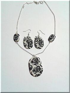 Parure Collier-Boucles d'Oreilles les libellules dans les roses noires : Parure par aliciart