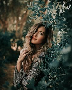 Outdoor Photography Poses For Women Outdoor Portrait Photography, Photography Poses Women, Outdoor Portraits, Girl Photography Poses, Tumblr Photography, Lifestyle Photography, Outdoor Photoshoot Ideas, Outdoor Photo Shoots, Photography Classes