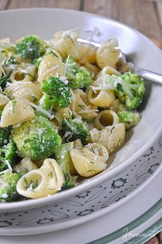 Κοχύλια με μπρόκολο & σάλτσα τυριών/Pasta shells with gorgonzola & broccoli Breakfast Recipes, Snack Recipes, Cooking Recipes, Healthy Recipes, Greek Cooking, Tasty, Yummy Food, Fajitas, Vegetable Recipes