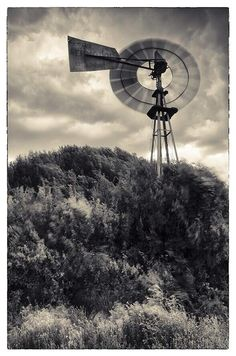 Beautiful Windmill pic pic by Jan du Toit Photo‏ Velvet Sky, Smell Of Rain, Portable Solar Panels, Advantages Of Solar Energy, Windy Day, Renewable Energy, Holiday Travel, Windmill, Solar Power