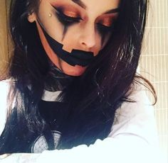 Looking for for ideas for your Halloween make-up? Browse around this website for cute Halloween makeup looks. Looks Halloween, Costume Halloween, Cool Halloween Makeup, Halloween Inspo, Halloween Pumpkin Makeup, Vintage Halloween, Vintage Witch, Halloween Stuff, Easy Halloween Costumes Scary