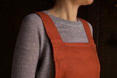 Cross Back Apron   Purl Soho Easy Sewing Projects, Sewing Projects For Beginners, Sewing Tutorials, Sewing Hacks, Free Tutorials, Sewing Ideas, Wood Projects, Apron Pattern Free, Sewing Patterns Free