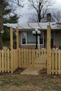 gates and arbor | DIY Picket Fence Curved Pergola, Cheap Pergola, Pergola Screens, Modern Pergola, Front Yard Fence, Diy Fence, Diy Gate, Wooden Fence, Walled Garden