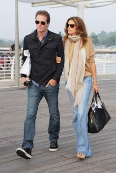 The party may be over, but Rande Gerber and Cindy Crawford take in the sights one last time before heading home after an extravagant weekend. The couple strolled arm-in-arm as they arrived at the Marco Polo Airport on Sept. 2014 in Venice, Italy. 90s Fashion, Fashion Beauty, Womens Fashion, Fashion Trends, Airport Fashion, Cindy Crawford Photo, Casual Outfits, Summer Outfits, Sport Outfits