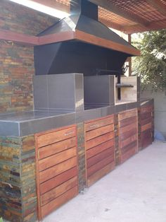 PERGOLAS Y QUINCHOS Outdoor Kitchen Grill, Backyard Kitchen, Outdoor Kitchen Design, Backyard Patio, Outdoor Rooms, Outdoor Living, B&q Kitchens, Barbecue Design, Outdoor Patio Designs