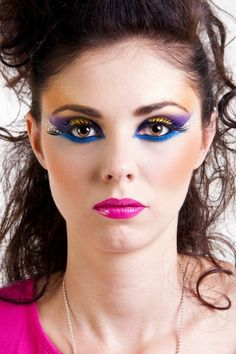 Mode année les inspirations et les looks actuellement en vogue - Archzine. 1980s Makeup And Hair, Punk Makeup, 70s Makeup, Sexy Makeup, Pretty Makeup, Costume Année 80, 80s Rocker Costume, Rock Costume, Rock Star Makeup