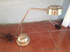 Lámpara de pie de mesa.