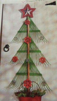 Upcycled lawn rakes made into a Christmas Tree. Great for outdoor Christmas deco… Christmas Yard, Country Christmas, Christmas Projects, All Things Christmas, Winter Christmas, Christmas Wreaths, Christmas Ornaments, Christmas Ideas, Cowboy Christmas