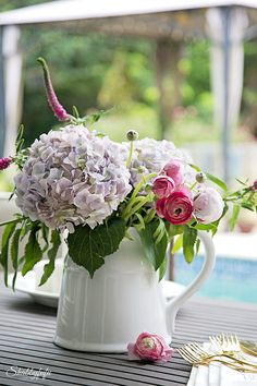 Outdoor Entertaining With Flowers and how to keep cool in the heat