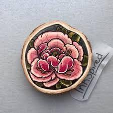 Bildergebnis für Etching-Inspired Flowers Painted on Wood Slices