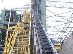 three horizontal sections of large angle belt conveyor