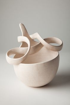 Tina Vlassopulos is an award-winning studio potter based in London producing one off hand built ceramics and a range of domestic ware called 'echo'. She is a Fellow of the Craft Potters Association. Ceramic Shop, Ceramic Tableware, Ceramic Design, Ceramic Clay, Ceramic Bowls, Pottery Bowls, Ceramic Pottery, Pottery Art, Earthenware