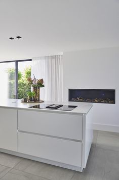 Like the shadow handle for the drawers ENZO architectuur & interieur ® Kitchen Soffit, Black Kitchen Cabinets, All White Kitchen, Black Kitchens, Cool Kitchens, Kitchen Walls, Apartment Kitchen, Kitchen Interior, Kitchen Decor