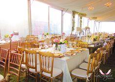 Decoración romántica para boda dorada y blanca