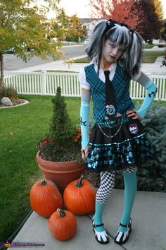 I can't help it--I love this costume. Can you wear it when you're Monster High Frankie Stein Halloween Costume Fantasia Monster High, Festa Monster High, Monster High Birthday, Monster High Party, Monster High Dolls, Halloween Costume Contest, Halloween Costumes For Girls, Halloween Party, Group Costumes