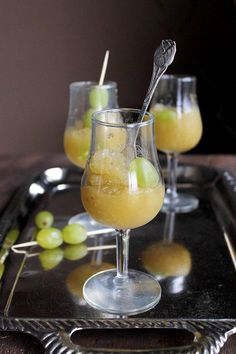 How to White Grapes and Champagne Granita