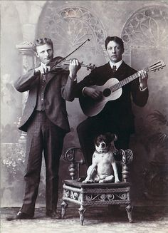 While his bandmates bow and strum, the canine member of this musical troupe waits for his cue. The studio portrait may have been used as a calling card for the musicians, or simply to memorialize how Antique Photos, Vintage Pictures, Vintage Photographs, Old Pictures, Vintage Images, Animal Pictures, Retro, Kid Poses, Vintage Dog