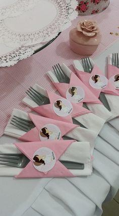 Servilletas para primera comunion gris y rosado en Cafe Pintado.