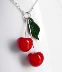 Cherries Necklace in Polymer Clay by NeverlandJewelry Polymer Clay Pendant, Fimo Clay, Polymer Clay Projects, Polymer Clay Charms, Polymer Clay Art, Clay Beads, Polymer Clay Jewelry, Clay Crafts, Clay Earrings