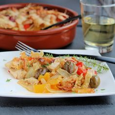 Mediterranean Chicken and Pepper Casserole Mediterranean Chicken, Mediterranean Diet Recipes, Pasta Dishes, Food Dishes, Main Dishes, Cooking Recipes, Healthy Recipes, Healthy Dinners, Weeknight Meals