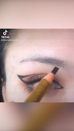 No Eyeliner Makeup, Indoor Plants, House Plants, Beauty Makeup, Lipstick, Eyes, Hair, Make Up, Inside Plants
