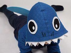 DIY-Anleitung: Haikostüm für Kinder aus Strickjacke selber machen-kostenlose Bildanleitung - Sweatherjacket to Shark Costume - photo tutorial