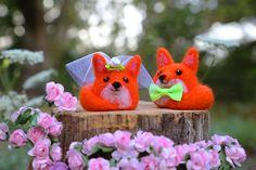 Fox Cake Topper, Bride and Groom, Wedding Cake Topper, Needle Felted Animal, Needle Felted Fox, Felt Cake Topper, Wedding Gift, Rustic by LaVolpeCimina on Etsy https://www.etsy.com/listing/464518450/fox-cake-topper-bride-and-groom-wedding