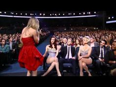 Neil Patrick Harris steals 38th Annual People Choice Awards , I so love him!!! Plus Kaley Cuoco is so amazingly beautiful!