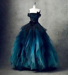 Marchesa F/W 2018 Be still, my heart! Marchesa F/W 2018 Be still, my heart! Pretty Prom Dresses, Ball Dresses, Pretty Outfits, Cute Dresses, Ball Gowns, Goth Wedding Dresses, Luxury Wedding Dress, Formal Evening Dresses, Elegant Dresses
