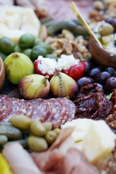 Antipasti Platter, Italian Antipasto, A Food, Food And Drink, Bistro Food, Christmas Lunch, Catering Menu, Cheese Party, Spring Recipes