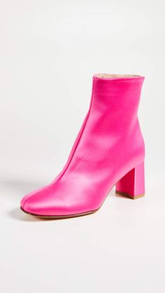 Maryam Nassir Zadeh Agnes Ankle Booties - Satin Hot Pink Booties with chunky block heel Street Style Shoes, Street Style Trends, Hot Pink Heels, Pointed Heels, New Shoes, Women's Shoes, Fashion Shoes, Women's Fashion, Comfortable Shoes