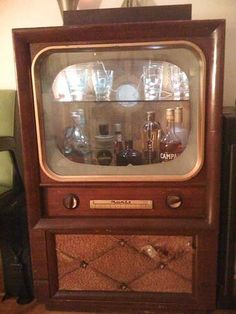 Vintage Tv turned into a dry bar. I saw one at a thrift today. Maybe I should go back for it.