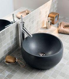 Comment choisir sa vasque ? Découvrez nos conseils ainsi que les avantages des matières proposées : pierre, céramique, matières de synthèse, verre, galet.