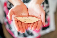 feather escort cards  Photography by http://younghearts.ca