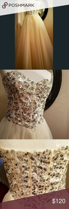 Masquerade Champagne Sequin Strapless Ball Gown BELLE OF THE BALL  Masquerade Champagne Sequin Strapless  Ball Gown Full-on glamor Wear for prom, wedding, any formal/ special occasion COLOR : Champagne & Gold                  SEQUIN  Side zipper  SIZE : 9/10 Preowned  Excellent condition  Like new Masquerade Dresses Prom