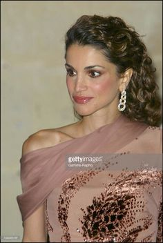 2002, Queen Rania in Versailles France on September 30 2002 Photo d'actualité | Getty Images