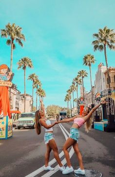 Your Guide To Universal Studios Orlando – Tripping with my Bff Bff Pics, Cute Friend Pictures, Friend Photos, Family Pictures, Universal Studios, Shooting Photo Amis, Best Friend Fotos, Orlando Travel, Cute Friends