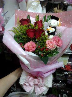 Penang Florist Free Delivery Penang Florist Bayan Lepas Graduation Hand Bouquet Flower Ark Gallery  Annie Florist 013-5873457
